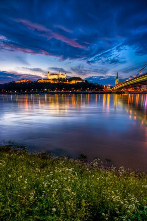 Bratislava Castle/Danube