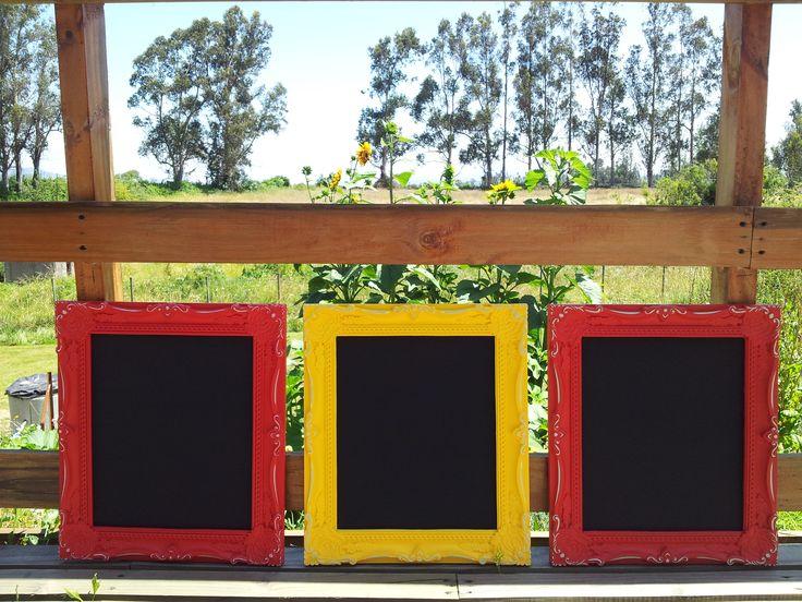Set de 3 letreros pizarra con efecto desgastado fabricados para una clienta con muy buen gusto · www.sonarte.cl