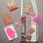 Een pakketje voor jarige Aukje: schrift, broche, temporary tattoo, tags, nepwimpers en een tas. #makesome365 12 april