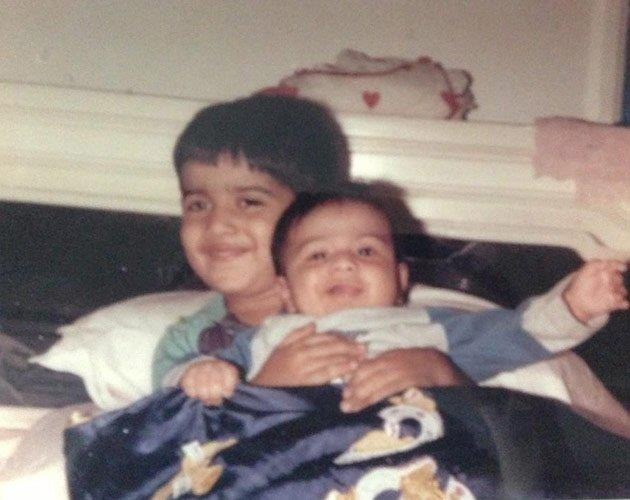 Rare clicks! Can you identify who is the small kid in the image?  (Hint: He is the 'Student of the Year' long before he went to school)  Pic courtesy - yahoo.com