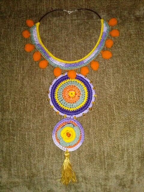 Sensi es la artifice de este sencillo y colorido collar