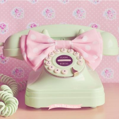 Old-school cellphone in pastel ❤