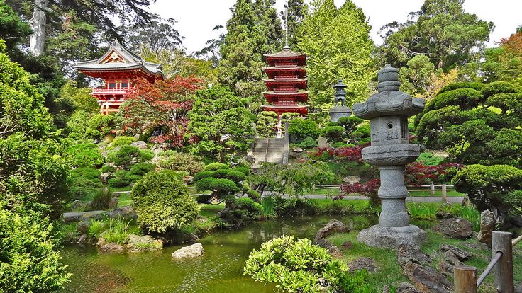 The garden's 2.o ha (5 acres) contains many sculptures and bridges. -----------------------------------------------------------------------------  The Japanese Tea Garden is a popular feature of Golden Gate Park, originally built as part of a sprawling World's Fair, the California Midwinter International Exposition of 1894.   The oldest public Japanese garden in the United States, this complex of many paths, ponds and a teahouse features native Japanese and Chinese plants.