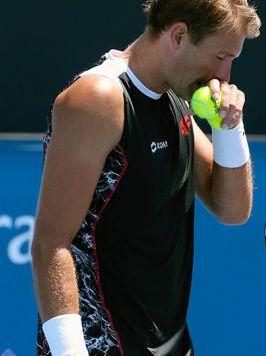 Lawina zakładów w pół godziny, mecz Polaka podejrzany. Afera dotarła do Australian Open. http://sport.tvn24.pl/tenis,115/mecz-kubota-w-australian-open-ustawiony-wstrzymano-zaklady,613473.html