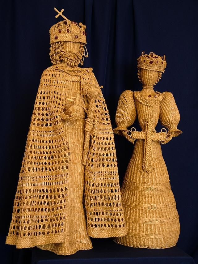 Wonderful site for sculptures, made from straw or reeds from her nearby cattail lake then woven into these amazing pieces