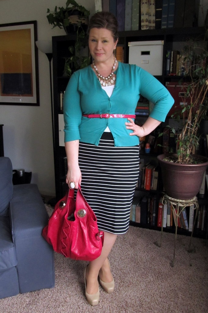Love the colors and the striped skirt!! Surely Sonsy