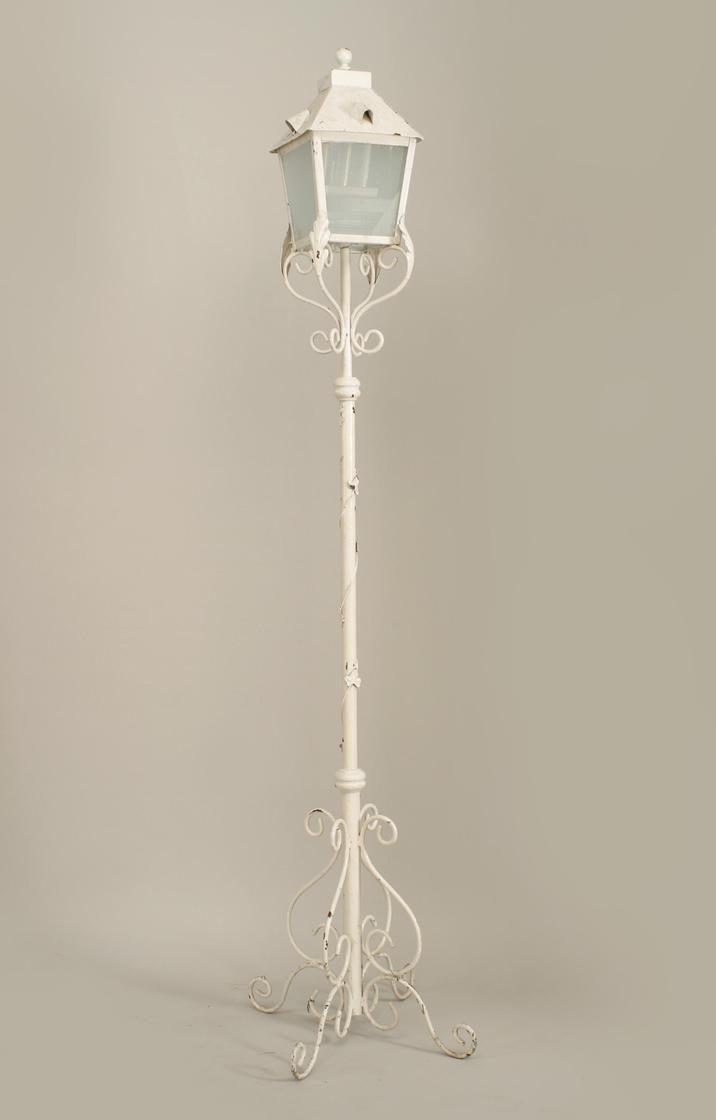Outdoor Victorian lighting floor lamp/torch�re painted