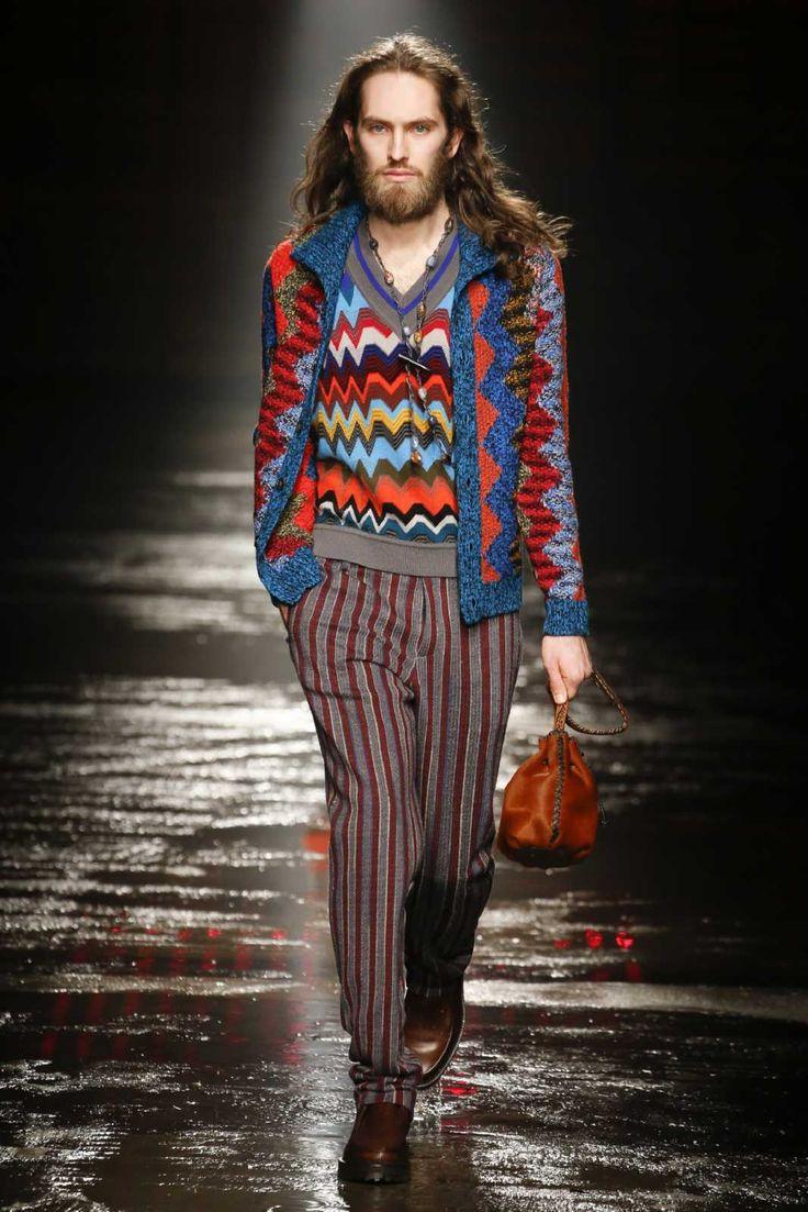 Referencias a los años setenta y colores llamativos conforman la colección de invierno de Missoni en la semana de la moda de Milán