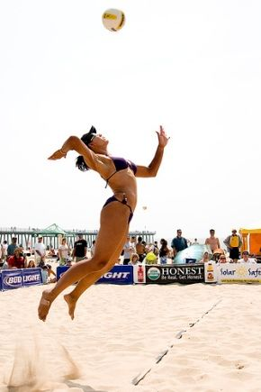 Different kinds of serve when playing beach volleyball.