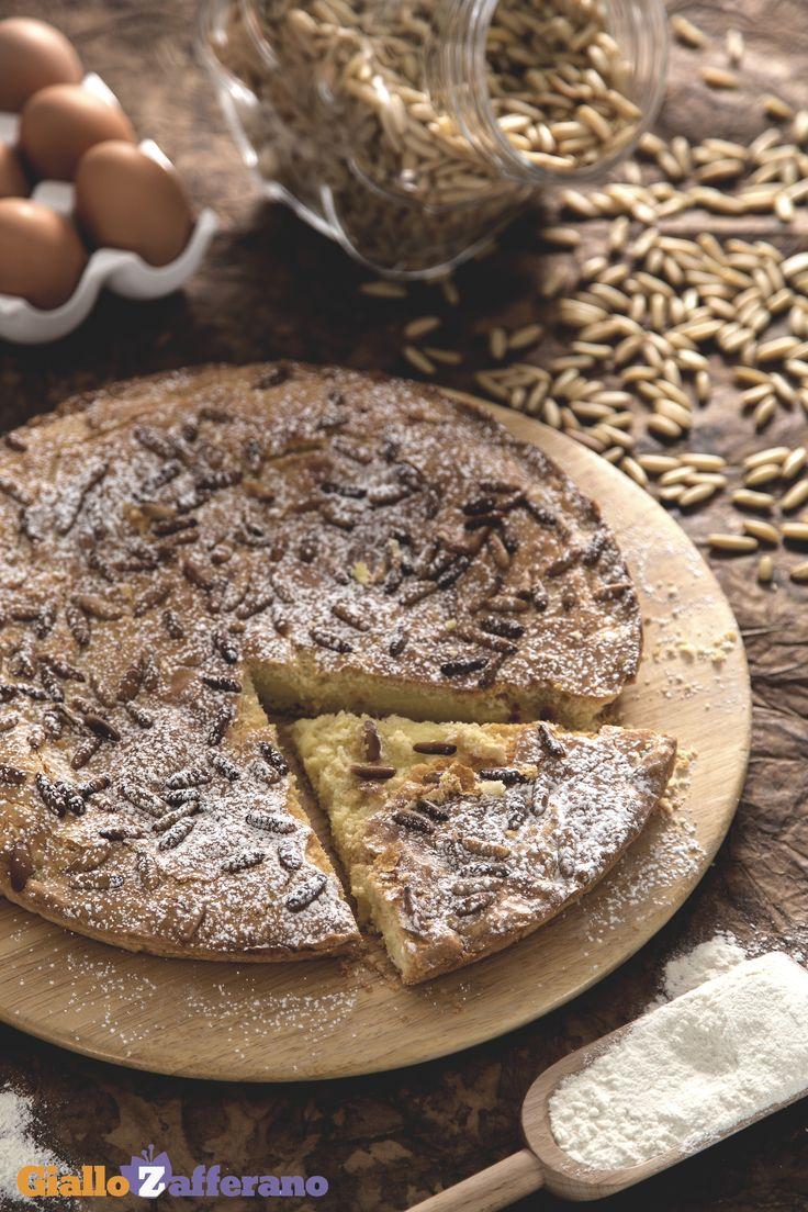 La PINOLATA (pine nut custard pie) è un #dessert tipico della #Toscana, rustico e delicato, con una dolce #crema ai #pinoli. #ricetta #GialloZafferano #torta #italianrecipe #italianfood