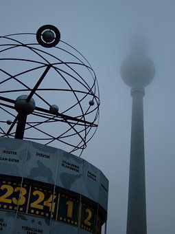 Berlin Alexanderplatz mit Weltzeituhr – Tobias Machhaus