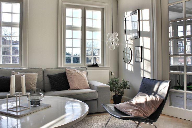 Elsker lyset gennem vores gamle vinduer 🌿 følg min blog www.lykkestunder.dk