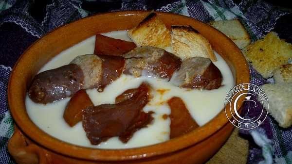 La Pulce e il Topo :: Discussione: Salamelle al sugo su letto di fonduta (1/1)