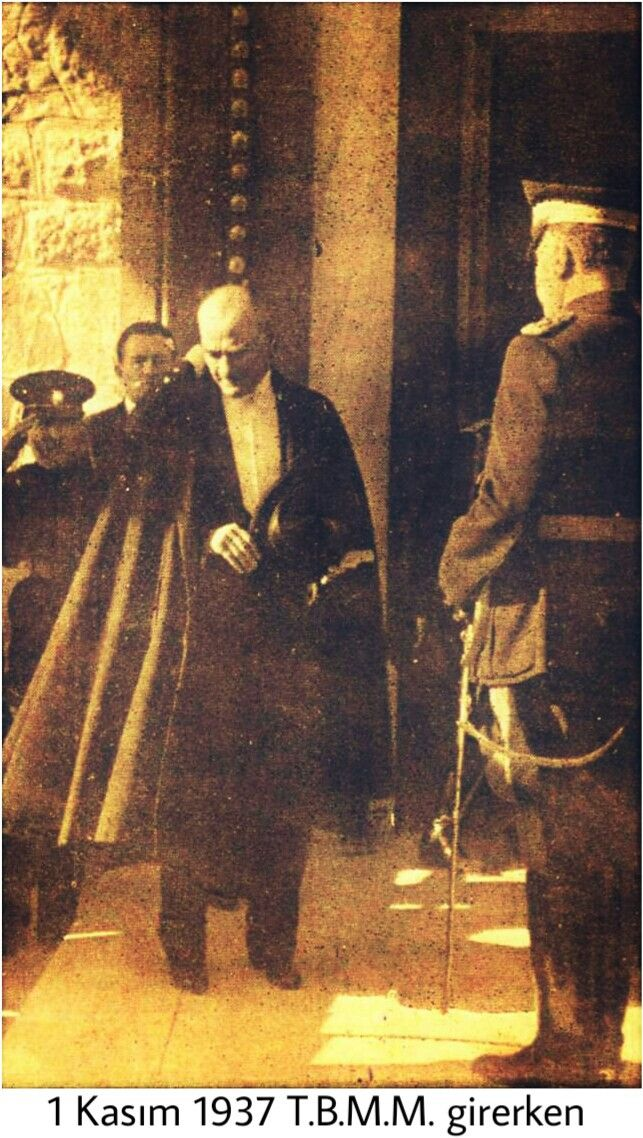 Ataturk meclise girerken