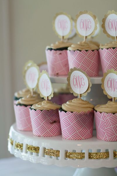 Monogram cupcake toppers - so preppy!Monograms Cupcakes Toppers, Baby Shower Cupcakes Toppers, Projects Nurseries, Cupcakes Display, Glam Baby, Cupcakes Wrappers, Cupcakes Towers, Showers Parties, Cupcake Toppers