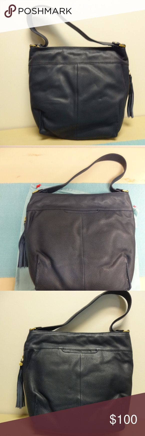 Hobo Women's Raven Navy shoulder Bag New in package  2 Interior pockets  Soft Leather HOBO Bags Hobos