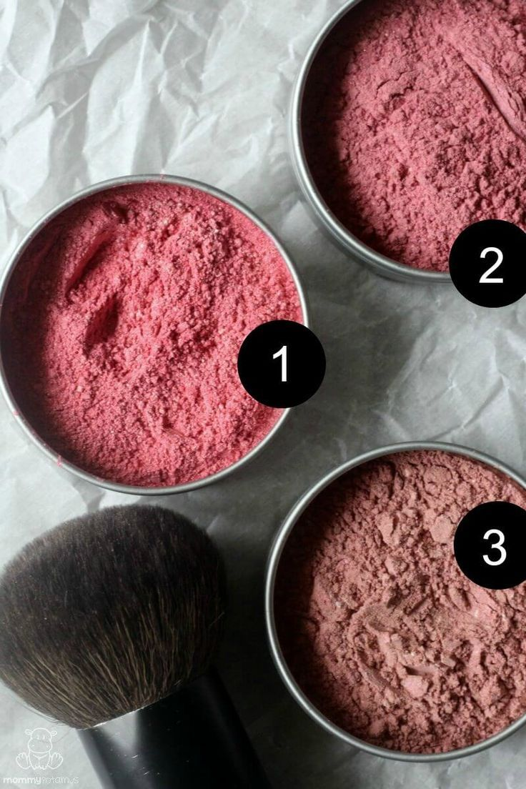 This natural blush recipe is easy to make, saves money, and can be customized to fit your color preferences.