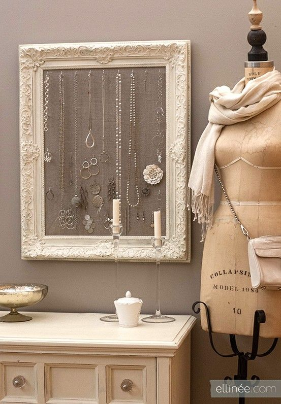 Ideas habitación Ideas organizar joyería Ideas chulas organizar joyasDIY: antique frame jewelry holder - Click image to find more Home Decor Pinterest pins