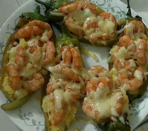 SHRIMP CHILES RELLENOS W/CHEESE Ingredients: 6 roasted chile poblanos , 1 lb Shrimp clean & deveined. 1 Large onion, 4 Garlic cloves minced, Shredded Cheese chihuahua or mozarella , Oil or butter, salt and pepper to taste. First: Saute shrimp, garlic, onion in butter or cooking oil, salt, pepper. Stuff chiles with shrimp mixture, top with shredded cheese and bake til cheese melts. Serve with Mexican rice. This recipe is in Spanish