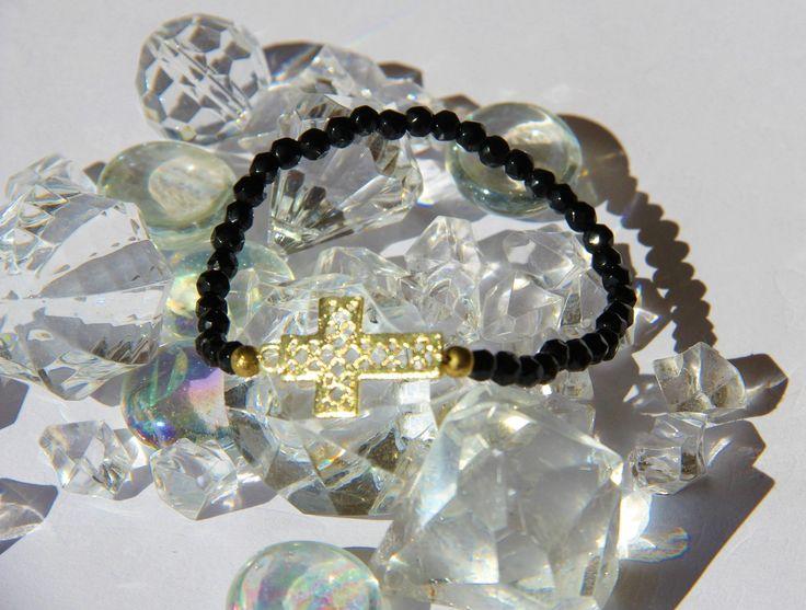 bracelet croix ,perles de verres .idée cadeau pas cher : Bracelet par made-with-love-in-aiacciu