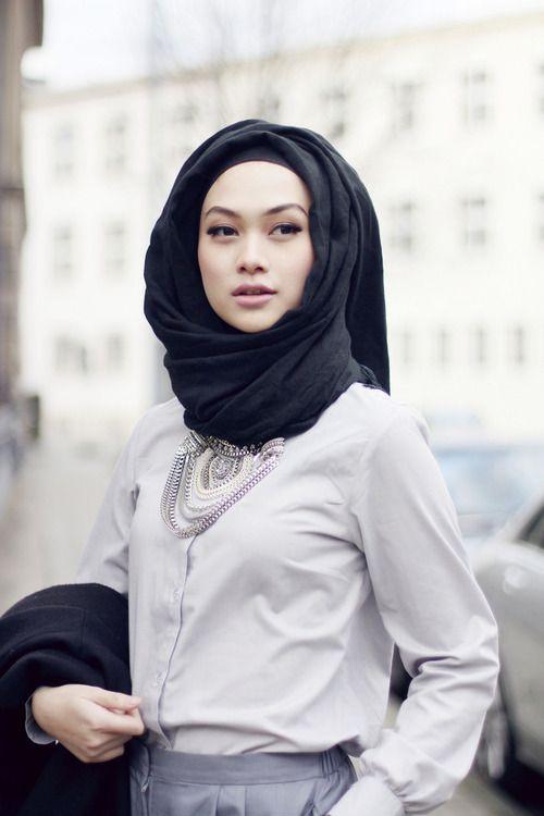 Hijabi fashion. Chic. Statement necklace