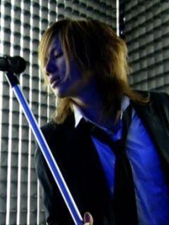 yasu (Janne Da Arc,Acid Black Cherry) He's a good vocalist. Big love for him!