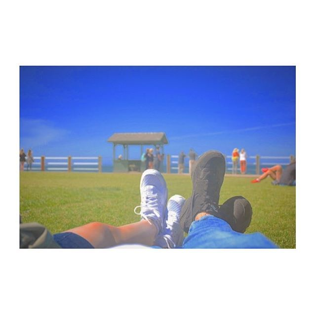 たまにはこうゆうカップルっぽいこともしてみる👟💕 #california#sandiego#lajolla#university#springbreak#trip#travel#throwback#beach#grass#sneakers#shoes#nike#アメリカ#カリフォルニア#サンディエゴ#ラホヤ#海外#留学#大学#春休み#旅行#思い出#芝生#海#青空#靴#スニーカー#お揃い#ペアルック #lajollalocals #sandiegoconnection #sdlocals - posted by Kasumi🐾  https://www.instagram.com/kasumi.marie. See more post on La Jolla at http://LaJollaLocals.com