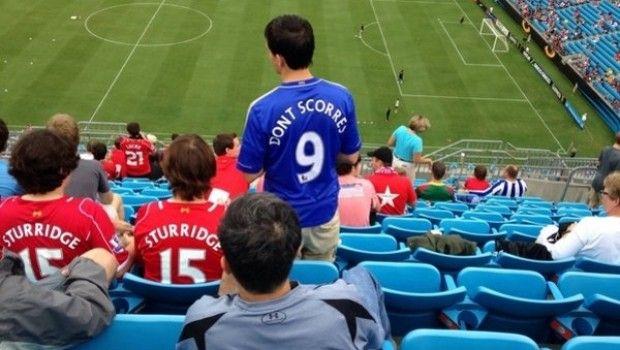 FOTO: Se mofan de la mala puntería de Fernando Torres