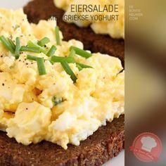 DeBonteKeuken: Eiersalade – met Griekse yoghurt (eieren, mayonaise, Griekse yoghurt, mosterd, kerriepoeder, verse kruiden, bieslook, makkelijk, simpel, recept, borrelhapje, snack)