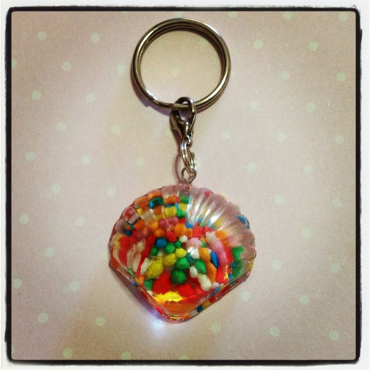 A resin seashell with actual colourful candy sprinkles embedded in it! The keychain can be used to hang all your keys from :D    The keychain is approx. 3cm wide and 3cm in length, and 2cm thick.    Given the preserving nature of the resin, the candy sprinkles will not 'go off'. Resin is used to ...