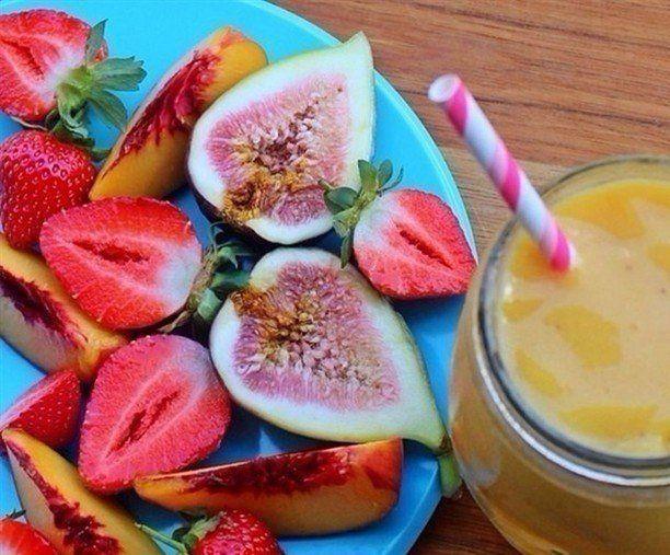 9 ЛЁГКИХ ПЕРЕКУСОВ, КОТОРЫЕ СНАБДЯТ ВАС ЭНЕРГИЕЙ НА ВЕСЬ ДЕНЬ    1. Яблоки. Они содержат много витаминов и минералов, они также являются богатым источником флавоноидов и полифенолов, которые являются мощными антиоксидантами. Старайтесь есть их каждое утро и добавлять во фруктовые коктейли.    2. Бананы. Один из лучших источников калия, который помогает поддерживать нормальное кровяное давление и сердечную деятельность организма.    3. Красный перец. Он наполнен антиоксидантными витаминами А…