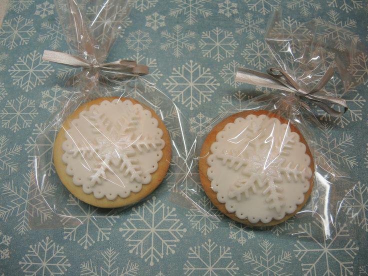 CHRISTMAS www.facebook.com/aprilscake
