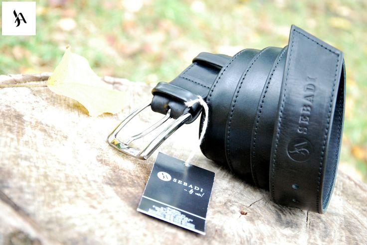 Curea din piele naturala 4 -negru -captusita cu pile neagra -catarama metalica argintie -doua inele din piele -dimensiuni: L=135cm l=3,5cm   PRET: 125 lei