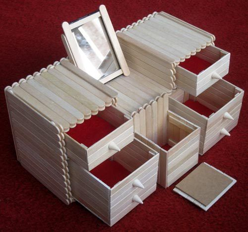 Another popsicle #upcycling #craft: this time an adorable storage idea. Would work great as a jewellery box, don't you think?