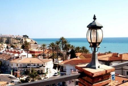 Maria Cristina Hotel befindet sich im Rincon de la Victoria, in der Gegend von Cala del Moral, der Region Malaga zu den Sonnenuntergänge von Axarquia an der Costa del Sol und nur 10 Minuten von Malaga.