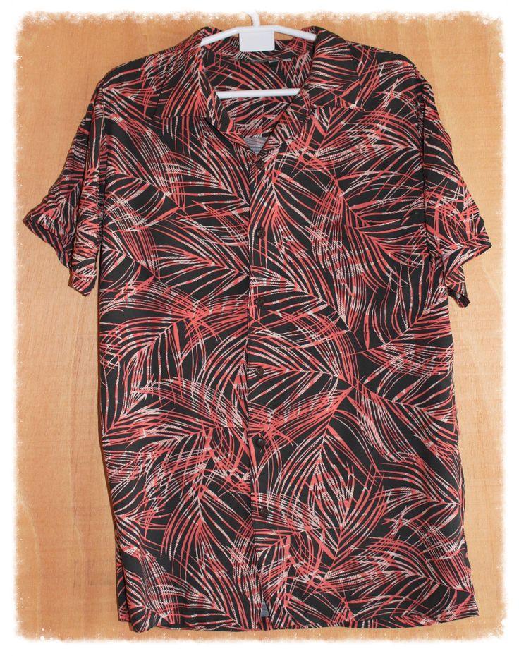 Camisa Hawaiana. Unisex. Medidas de la camisa (cm): Pecho 55, Hombros 43, Largo 76 100%  Rayón Precio: 10€