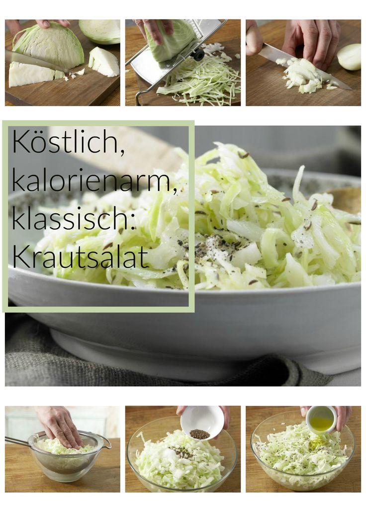 Die Kohlviertel auf dem Gemüsehobel oder mit einem großen Messer in sehr feine Streifen schneiden: Weißkrautsalat – smarter mit Kümmel | http://eatsmarter.de/rezepte/weisskrautsalat-smarter