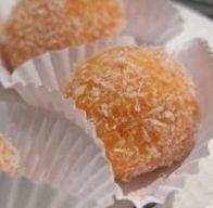 Trufas doces de cenoura e coco