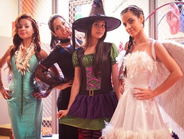 los disfraces de Rachi, Wendy, Angela y Maria Gabriela