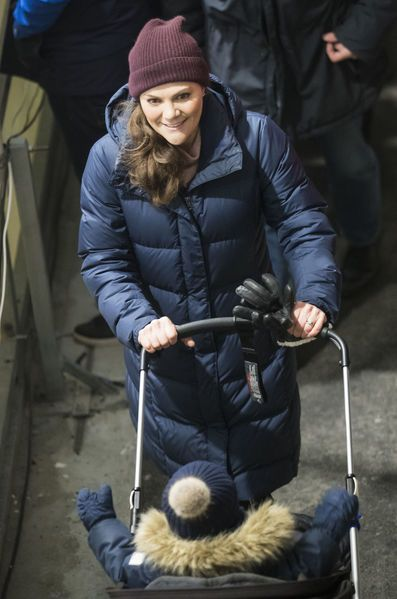 Victoria, Estelle and Oscar watched Daniel at hockey match