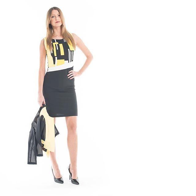#OOTD  Per aggiungere un un tocco di colore ad un look #business chic    Buona settimana da #GianVargian!