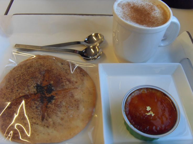 2016.2.9. Creme brûlee, bread sorts, and cappucino near MMCA.