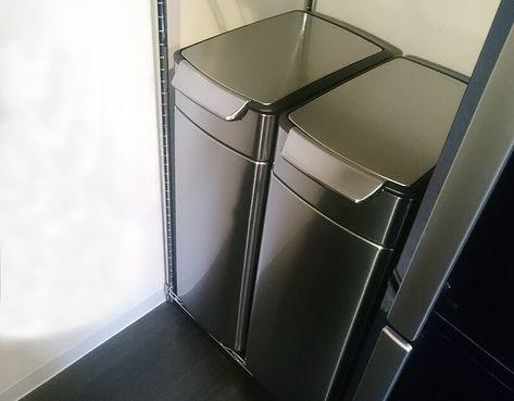 なかなかスッキリしないキッチンのゴミ箱周り。回収日が近くなると、入り切らないゴミが発生して、小分けの袋が積まれていくことも……。そこで、一気にゴミ箱環境を一新!便利アイテムもあれこれ試してみました。少しでもストレスを減らすための、お役立ちアイテムを一挙ご紹介です。