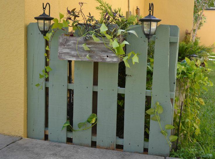 DIY Garden Decor Ideas   garden pallet fence via camelot art creations my second outdoor