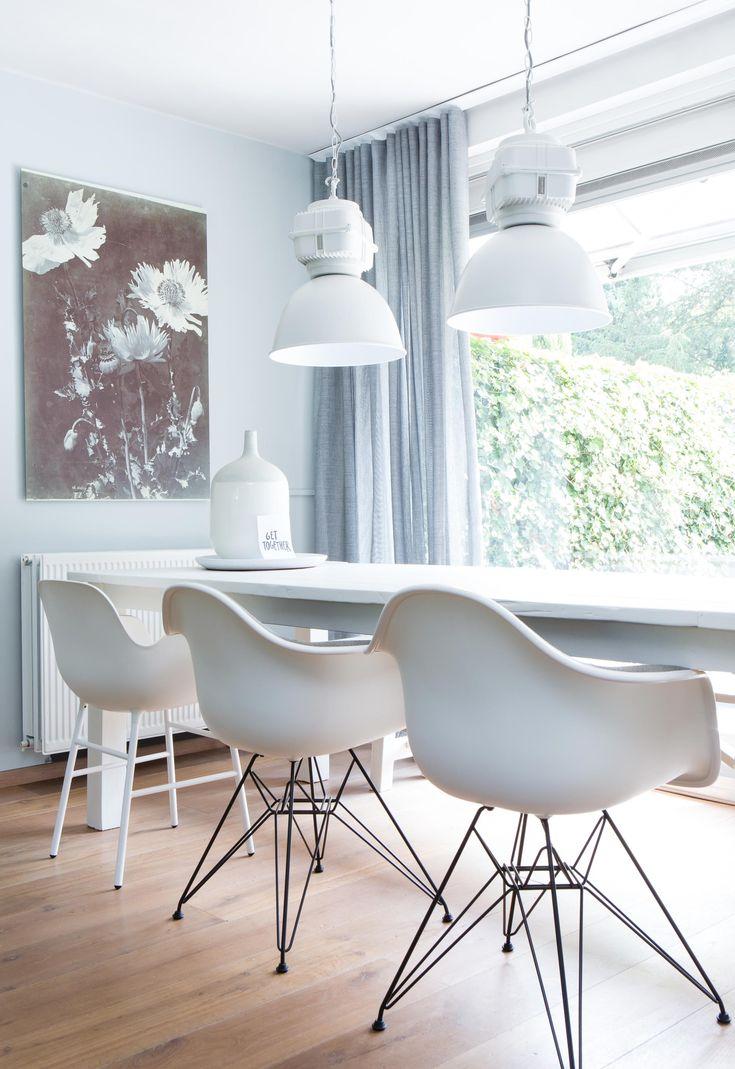 Witte eettafel van Desiree en Martijn in aflevering 2, seizoen 3 | Make-over door: Marianne Luning | Fotografie Barbara Kieboom