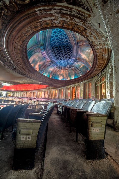 Uptown abandoned theater in Chicago..sad.. could be turned into something beautiful