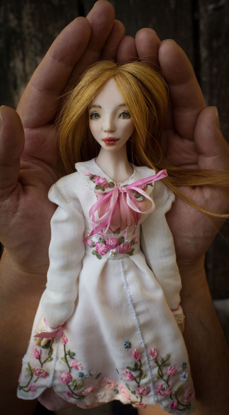 Romantic Wonders Doll Lida.