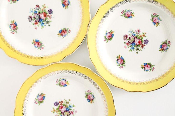 Petites assiettes jaunes à fleurs via Mademoiselle Claudine Vaisselle Vintage Boutique déco vintage. Click on the image to see more!