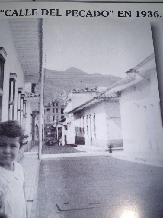 """Francisco Gomez GarciaFOTOS ANTIGUAS SANTIAGO DE CALI -LA """"CALLE DEL PECAO"""" EN 1.936- ( Hace 78 años )"""
