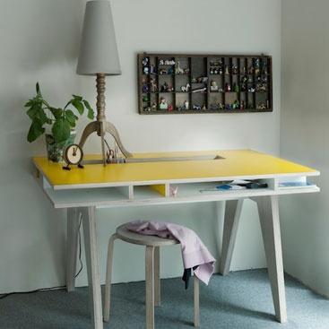 #desk: Var Ultimafecha, Yellow Desks, Desks Kids, Insekt Desks, Furniture Pieces, Bb Var, Work Places, Drawers Display, Bureau Vans